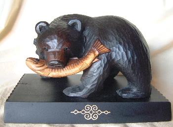 熊 木彫り の 鮭はくわえず、背負うもの。木彫り熊の沼にハマった男に聞いた面白話 OCEANS オーシャンズウェブ